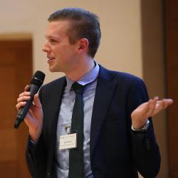 Tim Lameris presenting at the poster slam Cambridge Language Sciences Annual Symposium 2019